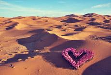 Le premier coeur dessiné par les Roses dans le désert marocain - Trophée Roses des Sables